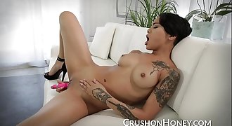 CrushGirls - Honey Gold masturbating in heels