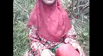 Indian bangla Muslim hijab nice girl showing her nice vagina n boobs outdoor
