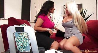 MILFs Nikki Phoenix and Jessica Bangkok eat pussy