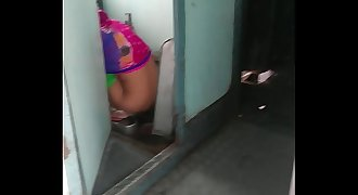 aunty peeing in train