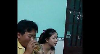 Vừa hát karaoke vừa mò vú gái