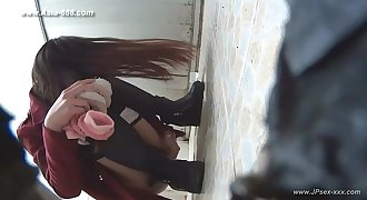 chinese girl go to toilet.6
