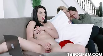 Stepdaughter Raven Reign Does It For The Cam